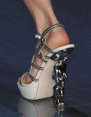 sandale cu toc statueta