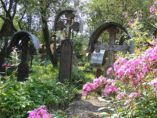 mosii de vara - rusalii - cimitir