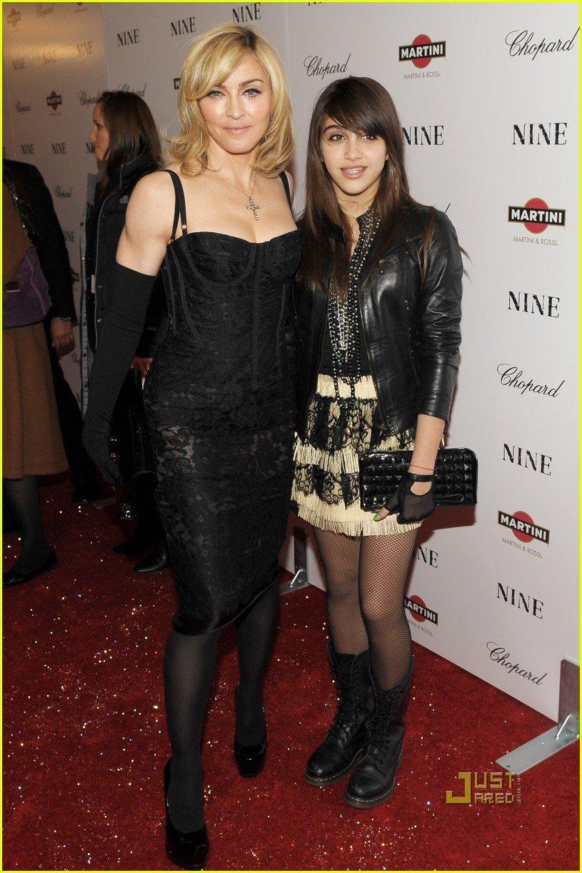 Madonna si Lourdes lanseaza o linie vestimentara
