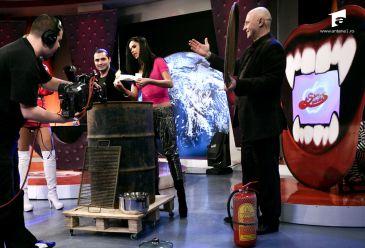 Oana Zavoranu a dat foc hainelor
