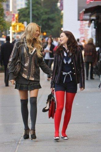 15 moduri trendy in care poti purta iarna ciorapii peste genunchi