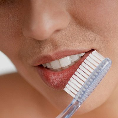 Remedii naturale si ieftine de a ingriji buzele crapate
