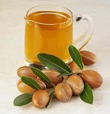 Uleiul de nucă de cocos – beneficii și intrebuințări cosmetice