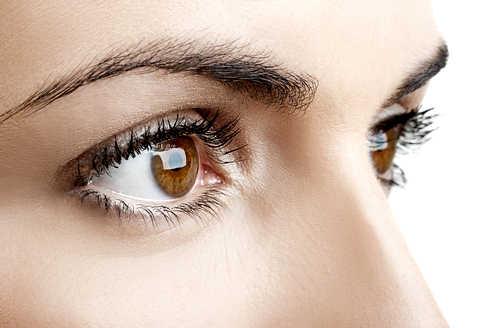 Iată câteva trucuri simple pentru a scoate in evidență ochii