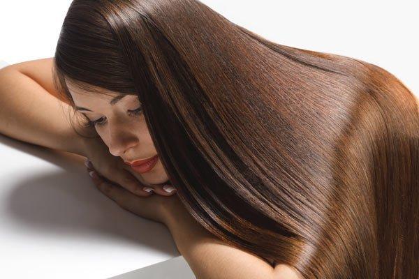 Cum să obții un păr mătăsos și strălucitor in câtiva pași simpli