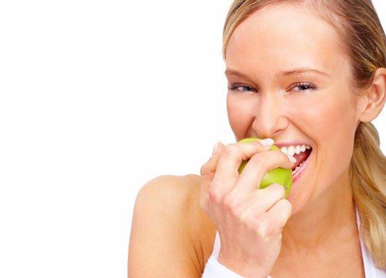 Alimente care albesc dinții în mod natural