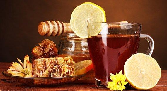 Care sunt beneficiile consumului de apă caldă cu miere și lămâie