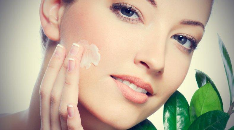 Soluții pentru îndepărtarea cicatricilor provocate de acnee