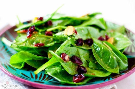 Retetă salată de primăvară –  Salată de spanac cu nuci
