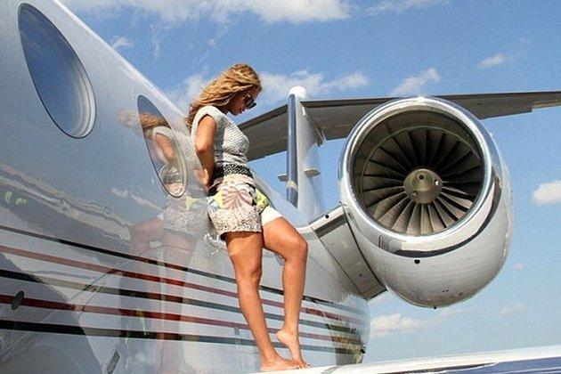 vedete care au propriile avioane private