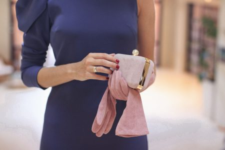 Cum sa porti o geanta conform protocolului